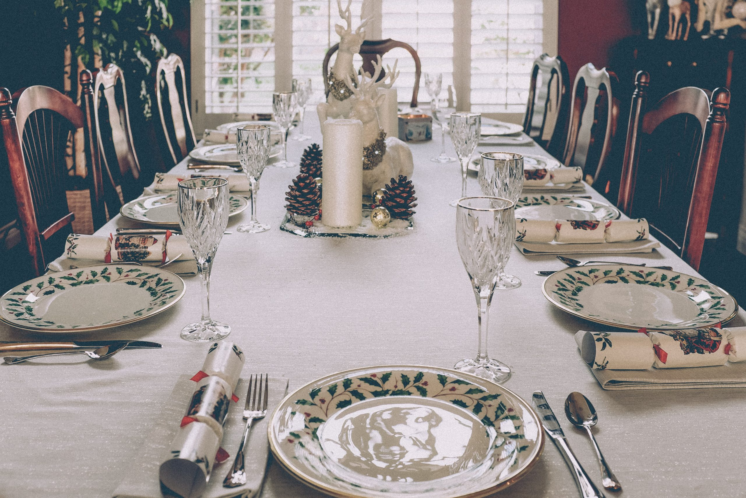 A winter-themed dinner table at a wedding with arranged cutlery and a centerpiece.