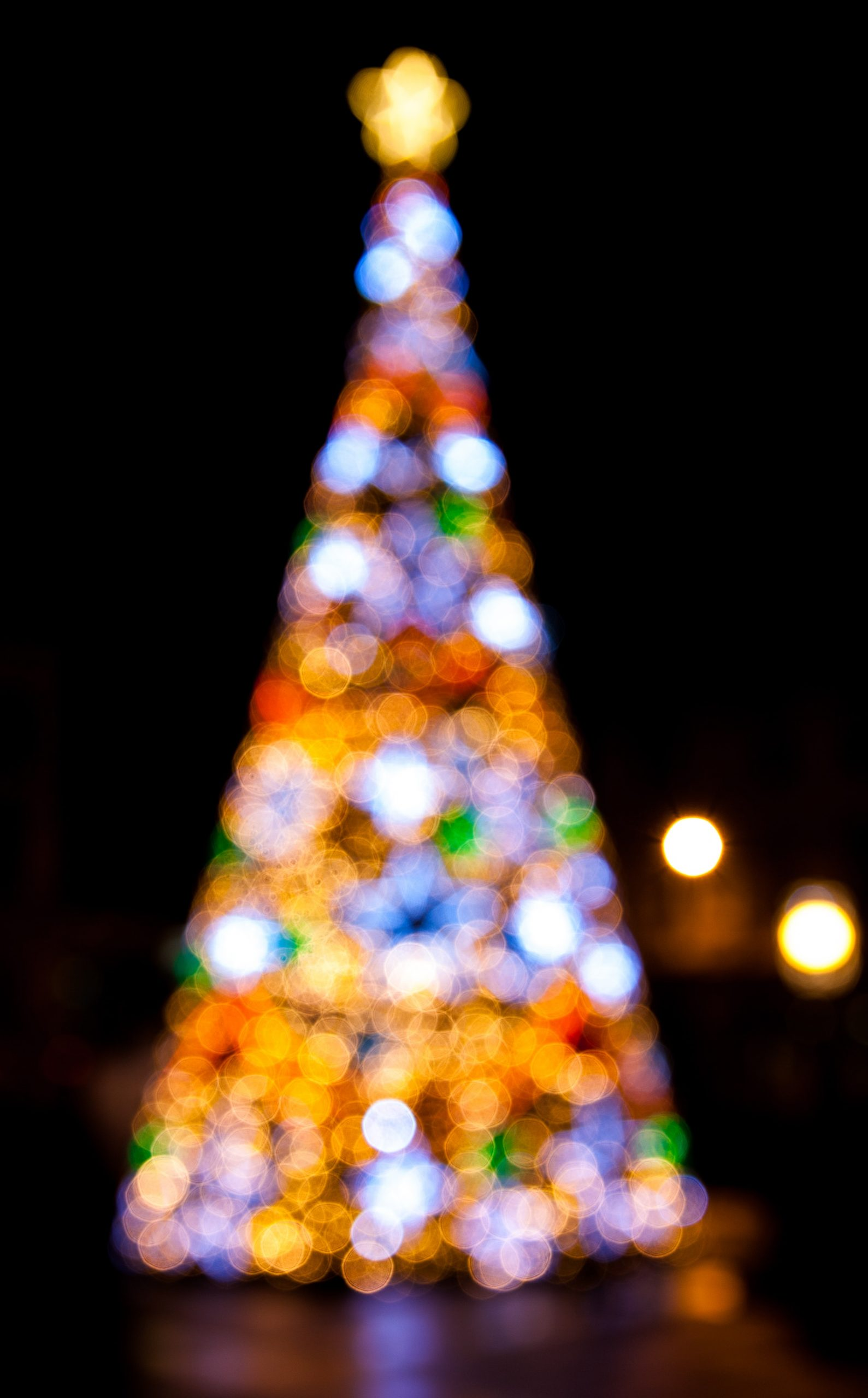 A Christmas iPhone wallpaper of a lit up Christmas tree