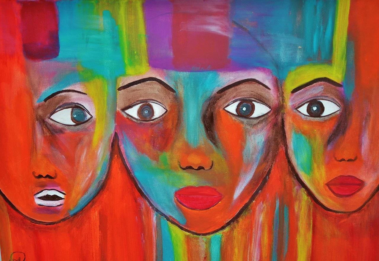 Three faces - one full face and two side faces on both extreme corners