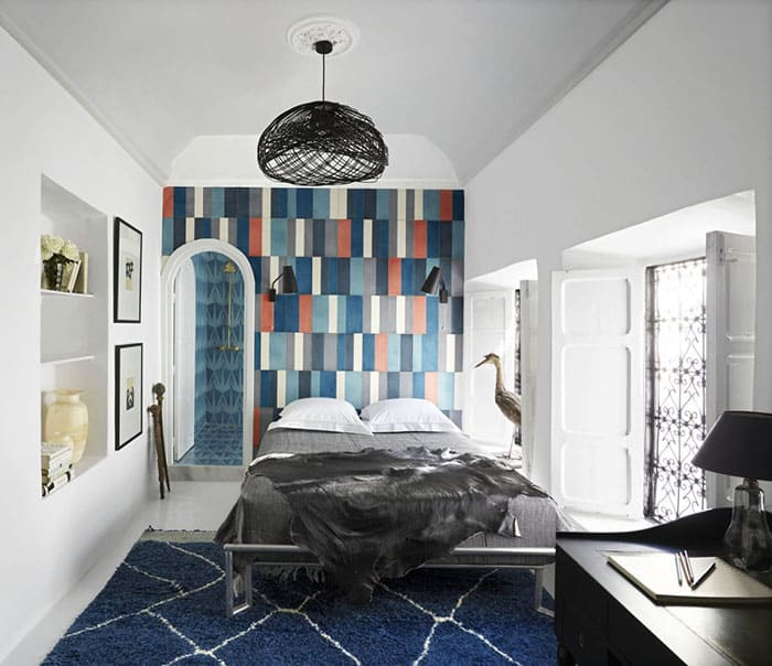 A really creative piece of wall decoration style is the Mixed medium accent.